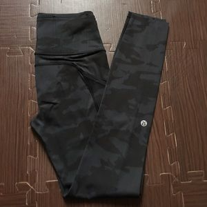 NWOT Fast & Free tight camo